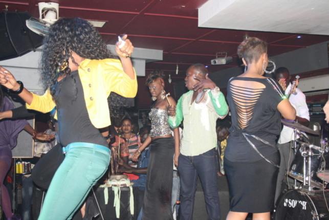 Mbathio N'diaye, à la soirée de Viviane Ndour au Nirvana pour faire la fête cinq jour après la parution de ses photo sur internet