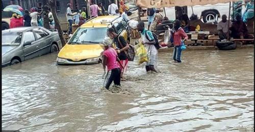 Medina Fass Mbao : Les habitants se cotisent pour évacuer les eaux de Pluie