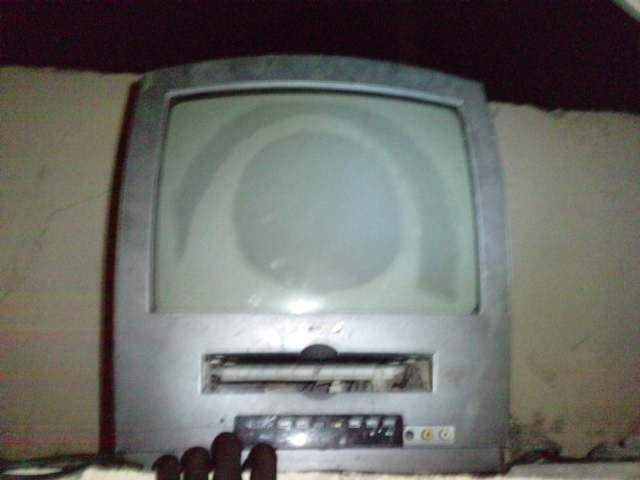 Seydina Issa Laye apparaît sur l'écran d'une télé…