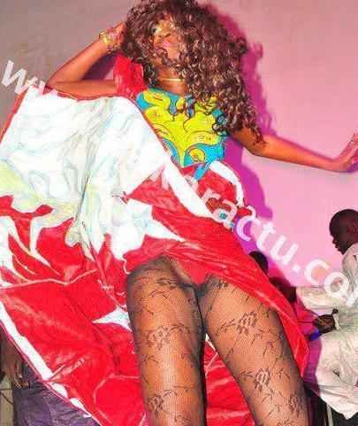 Apres Mbathio c'est au tour de Kine la danseuse de Viviane Ndour de nous exposer ses charmes......