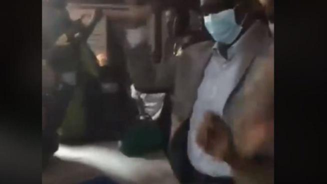 Le ministre de la Santé Diouf Sarr en train de danser dans une salle pleine à craquer, la vidéo qui choque la toile