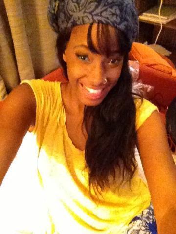 Ayssé Ndiaye adopte le look africaine!