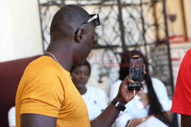Les images du meeting de Mo gates las vegas Fashion Senegal avec les designers et e staff.