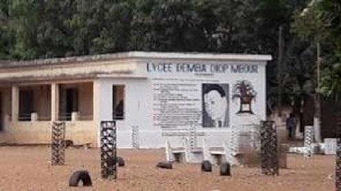 Ouverture des classes : le lycée Demba Ddiop de Mbour étale ses misères