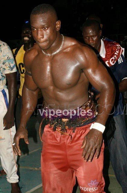 Gouygui lutteur en plein rechauffement