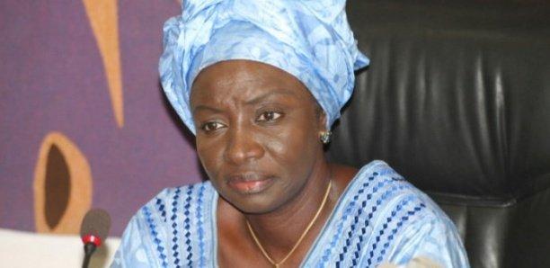 APR : Mimi Touré prend ses distances et pose un acte fort