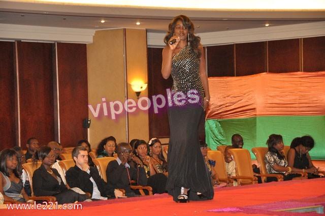 Queen Biz remporte un trophé dans son groupe