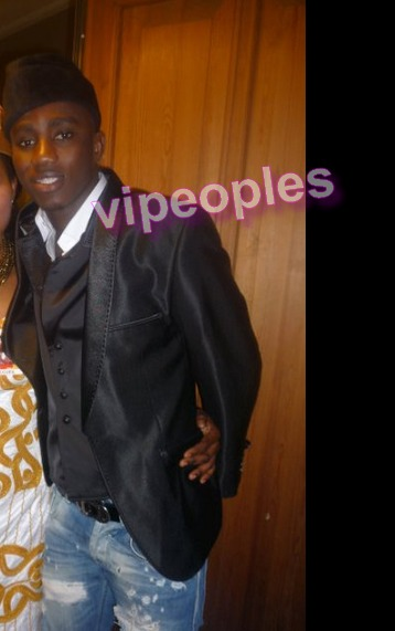 Mais qui est la fille qui pose avec Wally Seck. Le chanteur a un look d'enfer