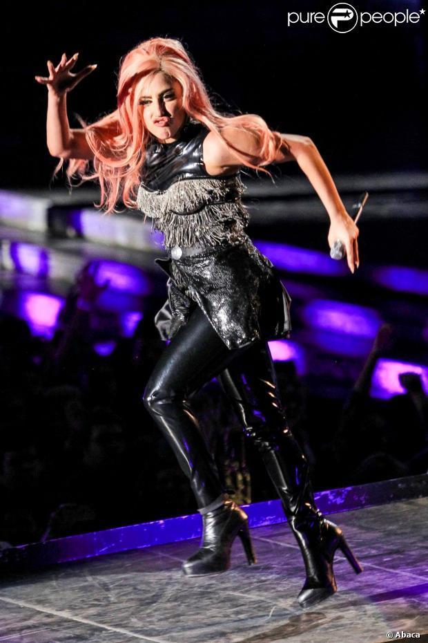 Lady Gaga : En fauteuil roulant, sa tournée lui coûte une jambe