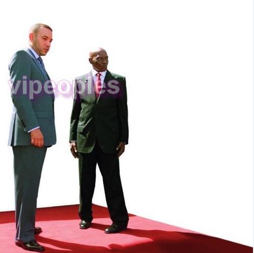 Quand Abdoulaye Wade fait du pose shooting! Un vrai mannequin, un David Beckham!