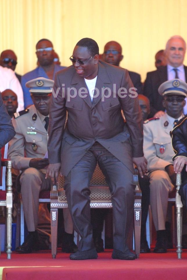 Quand Macky Sall s'amuse à faire des blagues, il lache naturellement son sourire en public!