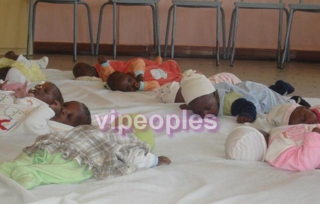 Aminata Touré adore les enfants, elle en est folle!