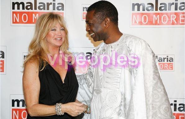 Le ministre du tourisme, Youssou Ndour ne quitte pas des yeux l'actrice américaine Goldie Hawn