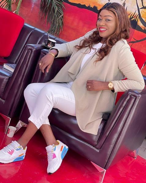 L'animatrice de de la Tfm, Bijou Ndiaye ravit la vedette à ses consœurs de l'émission « Yewu Len » par son look sublime.