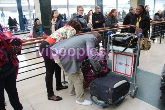La chanteuse Titi à son arrivée à l'aéroport d'Orly