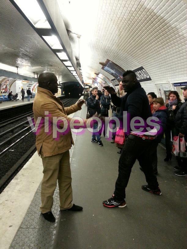 Dans les rues de Paris, Balla Gueye 2 attire l'attention des français