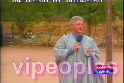 Le président Bill Clinton, en boubou sénégalais