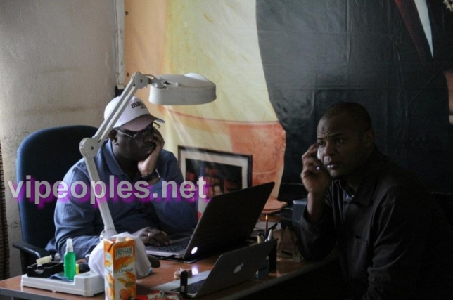 Que fait le president Macky Sall sur son PC?