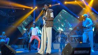 Surexcité regardez la nouvelle danse de waly seck au show indépendance de la Gambie