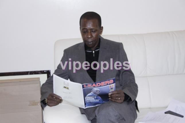 Cheikh Amar lit LEADER puisque c'est un leader !