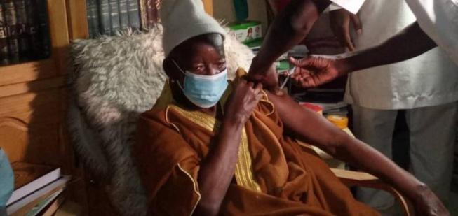 Urgent-Le Khalife de Médina Baye a pris le vaccin