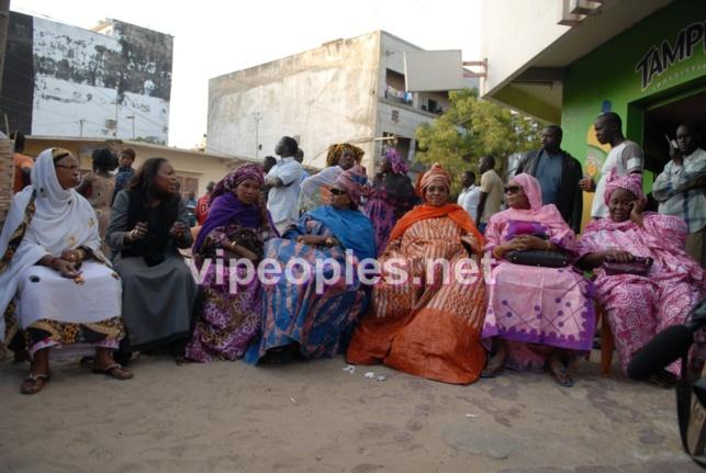 """Place aux """"Mérou Mbotaye"""" lors de la manifestation à colobane: Bakhaw NDiongue ex député, awa diop député, woré sarr député, aida Diongue etc..."""