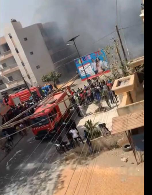 Liberté 6 Extension: Ce ne sont pas des manifestants qui ont mis le feu au magasin Auchan mais des...