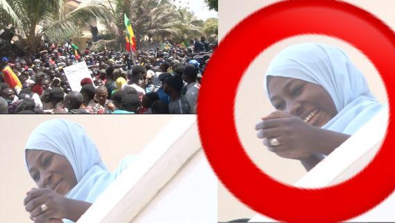 L'épouse d' Ousmane Sonko crie victoire et applaudit les manifestants après le retour de son mari