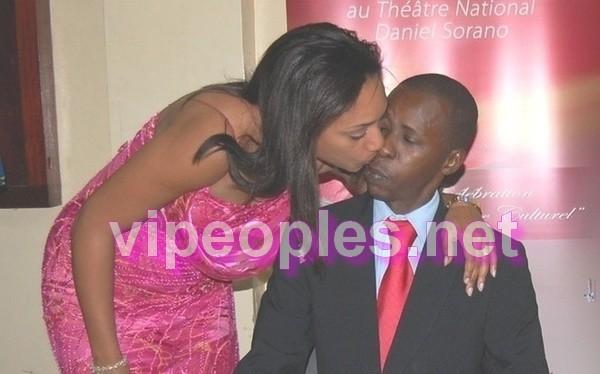 Cheikh Amar et sa femme Marie Amar, le baiser du siécle!!!