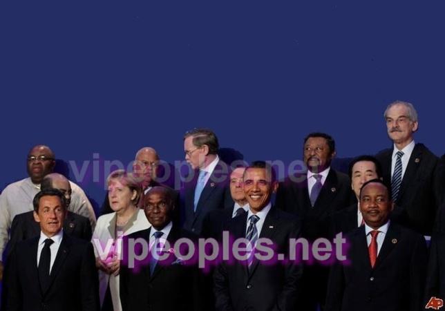 Seul Abdoulaye Wade est sérieux sur la pose photo...