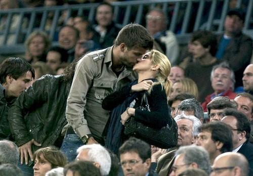 Shakira et Gérard Piqué préfèrent les baisers au match