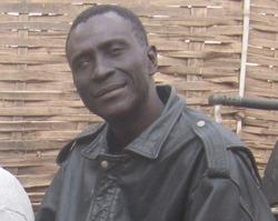"""Baila Ndiaye lance la premiere voiture de course sénégalaise: """"Sindiely"""" et va lancer pour bientôt le premier avion sénégalais!"""