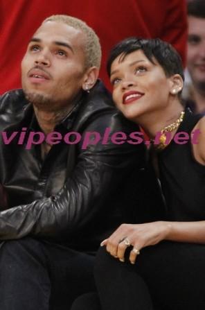 Chris Brown confirme sa rupture avec Rihanna