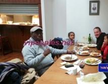 L'ex premier ministre, Souleymane Ndéné Ndiaye à table avec ses amis