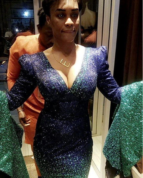 Robe très chic et glamour: Ndèye Ndack illumine la toile