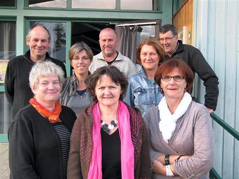 Claudine Laporte (à droite), première présidente de l'antenne centre-bretonne de Savingara, en compagnie des bénévoles.