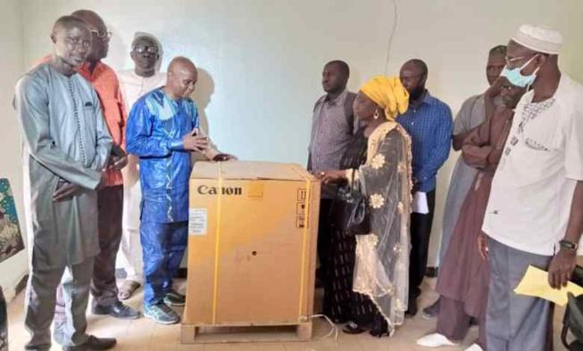 ÉDUCATION : Des anciens du lycée Djinabo offrent une photocopieuse à l'établissement
