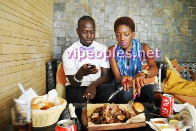 Stefdekarde entraine Yayou Sarr dans son hobby: la bouffe!