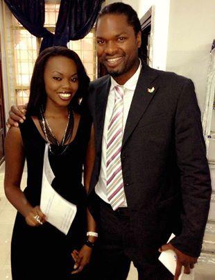Astou Winnie Beye, la journaliste de la RTS avec Salif Diao