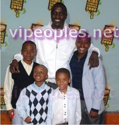 Le rappeur Akon bientôt à Dakar avec ses enfants!