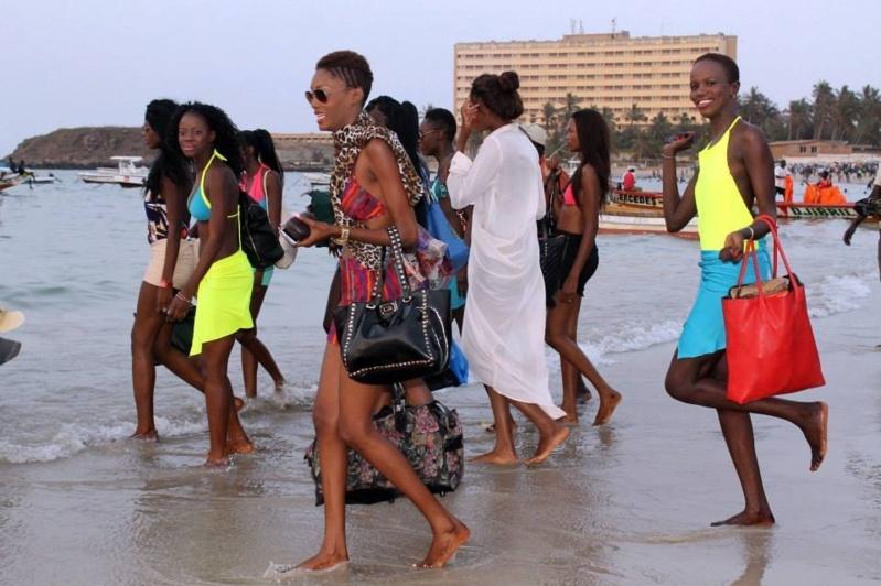 [PHOTO] Quand les mannequins font leur Star à la plage