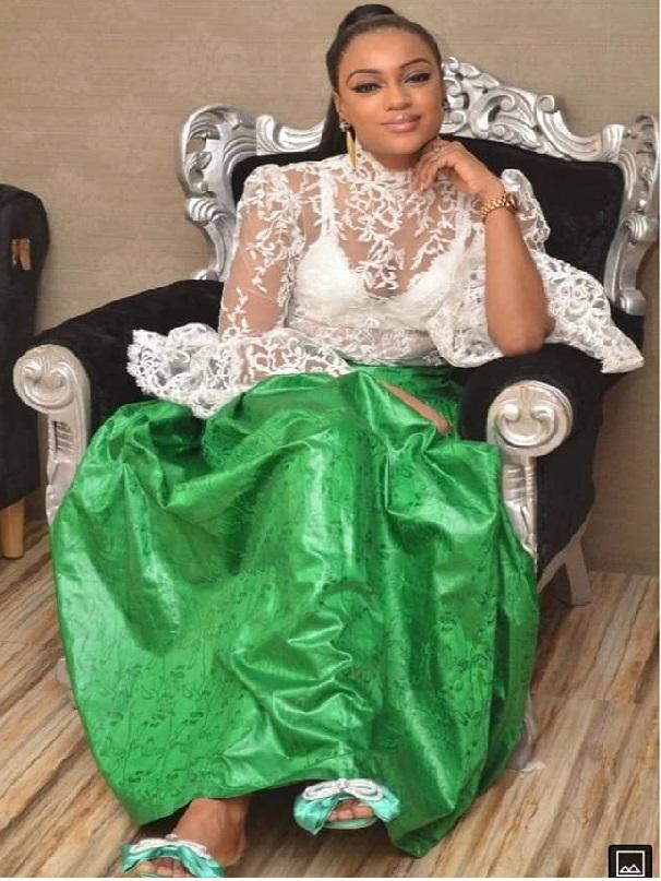 Simple et discrète : Voici la ravissante épouse de Bouba Ndour
