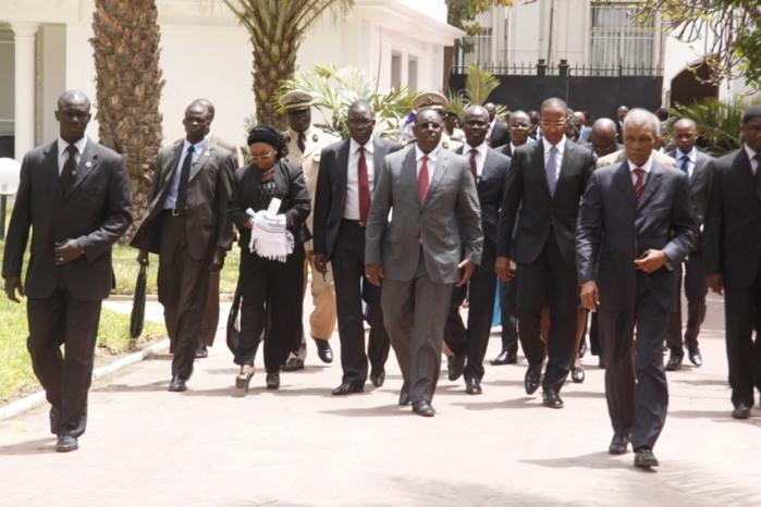 [INSOLITES] Des ministres filment l'arrivée d'Obama avec leur Portable
