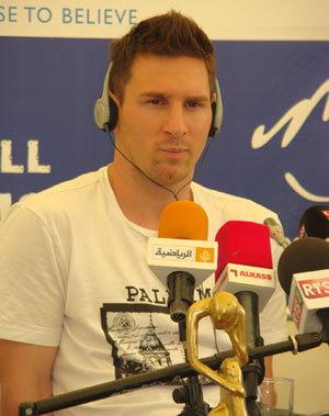 Depuis Mbour, Messi lance le défi pour le mondial 2014.