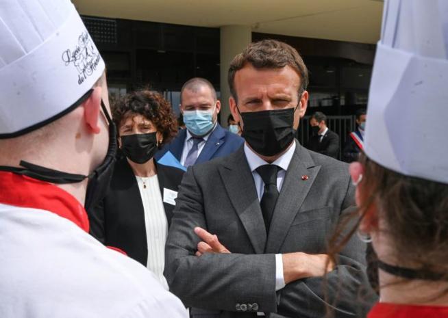 """Réaction de Macron aprés avoir été giflé: """"Il ne faut rien céder à la violence"""""""