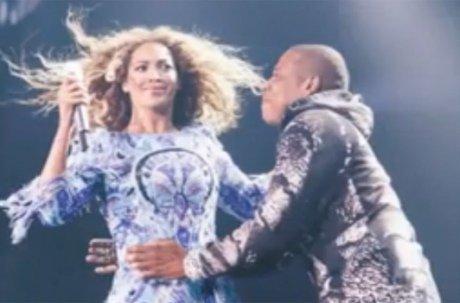 Jay-Z surprend Beyoncé et lui déclare son amour en plein concert !