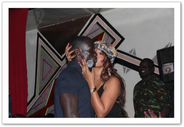 Viviane Ndour et un fan