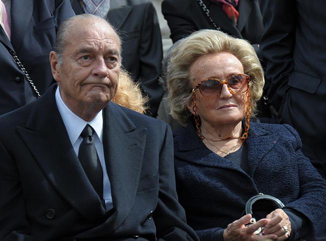 Jacques Chirac, Il s'est remis à fumer... Dans les toilettes !