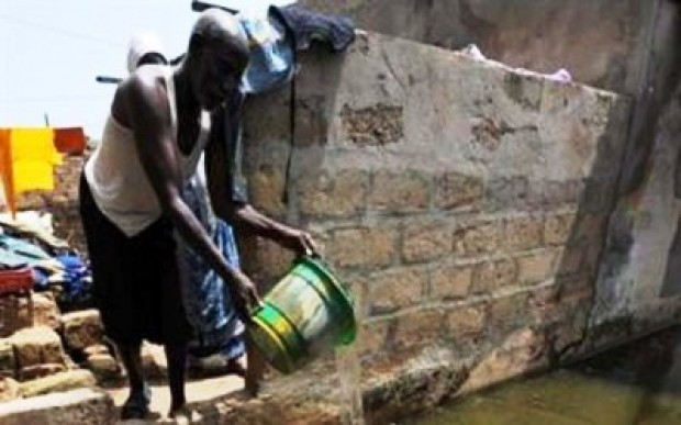 Dakar inondé, Macky se rend nuitamment sur les lieux sinistrés
