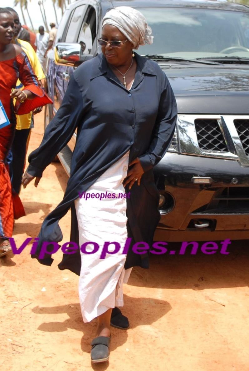 Cette manie de la Ministre de l'Urbanisme et de l'Habitat qui nous rappelle celle d' Amina poté
